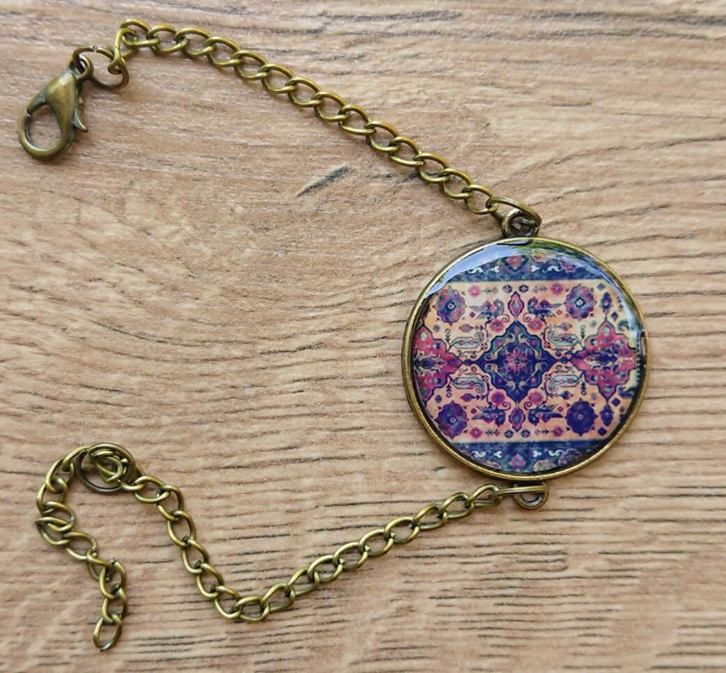 Կլոր ապակեպատ  թևնոց հայկական զարդանախշերով