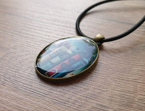 Oval glazed necklace, by Anahit Harutyunyan